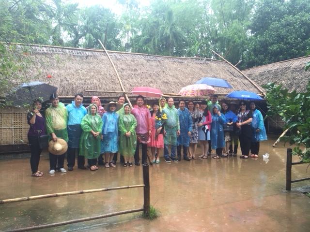 Đoàn thăm Làng Sen, xã Kim Liên, huyện Nam Đàn, tỉnh Nghệ An.